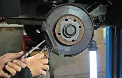 auto-repair-1954636_1920
